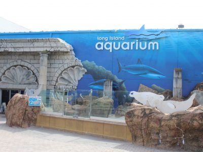 LI Aquarium Front of Building